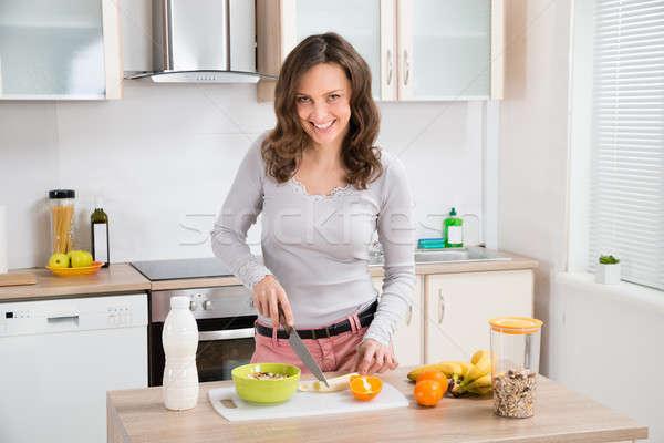 Zdjęcia stock: Kobieta · śniadanie · piękna · młoda · kobieta · kuchnia · dziewczyna