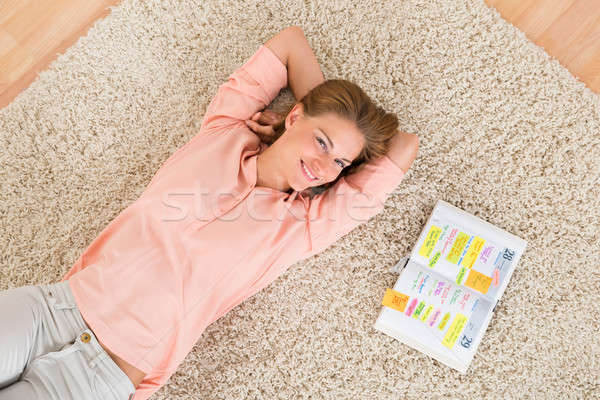 Kobieta dziennik dywan widoku młodych Zdjęcia stock © AndreyPopov