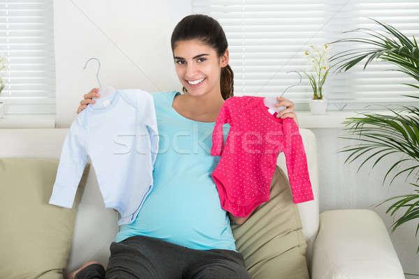 Szczęśliwy kobieta w ciąży baby ubrania portret Zdjęcia stock © AndreyPopov