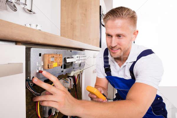 Erkek teknisyen bulaşık makinesi genç dijital Stok fotoğraf © AndreyPopov