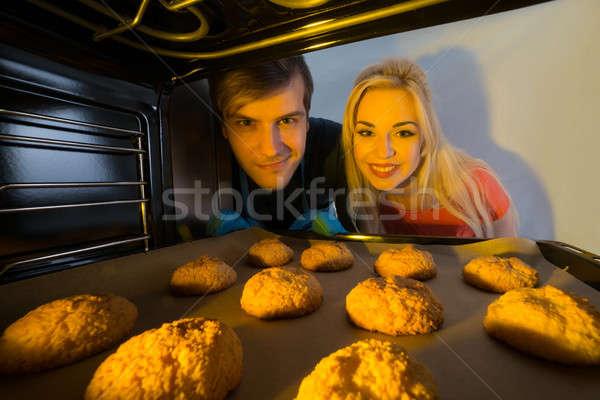 Paar naar dienblad cookies oven Stockfoto © AndreyPopov