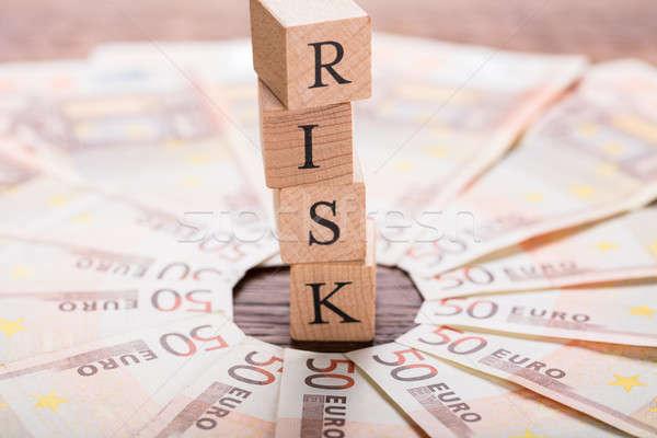 Stock fotó: Kockázat · fából · készült · asztal · Euro · jegyzet · papír