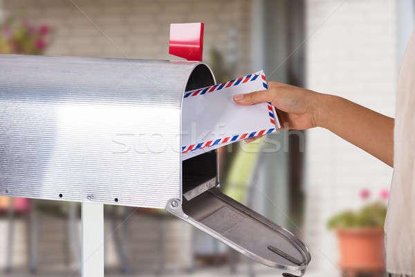 Kişi mektup posta kutusu el Stok fotoğraf © AndreyPopov