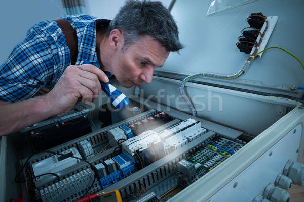 Electricista antorcha primer plano masculina conexión cuadro Foto stock © AndreyPopov