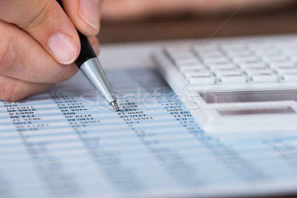 Stock fotó: Személy · kezek · toll · számológép · jelentés · közelkép