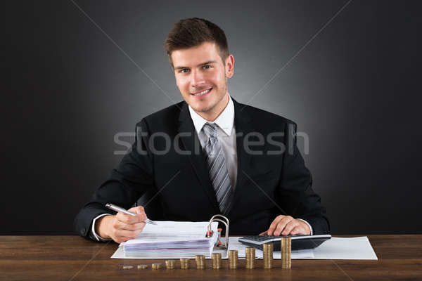 ビジネスマン 会計 デスク 小さな 幸せ ストックフォト © AndreyPopov