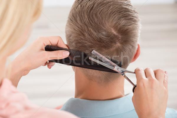 Mann Haarschnitt weiblichen Friseur Salon Rückansicht Stock foto © AndreyPopov