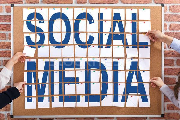 Közösségi média tapadó jegyzetek szöveg csatolva papír Stock fotó © AndreyPopov