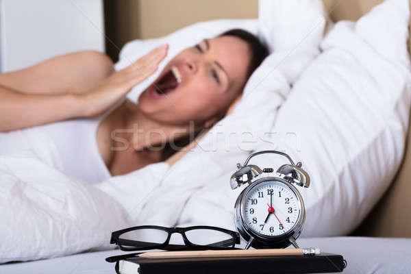 Primer plano despertador mujer tiempo Foto stock © AndreyPopov