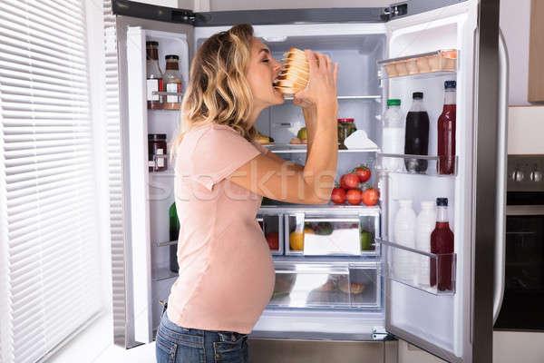 Сток-фото: женщину · еды · сэндвич · беременная · женщина · открытых · холодильнике