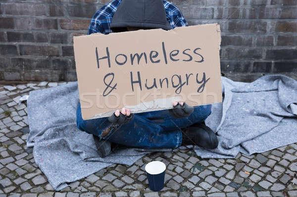 Férfi koldus utca hajléktalan éhes szöveg Stock fotó © AndreyPopov
