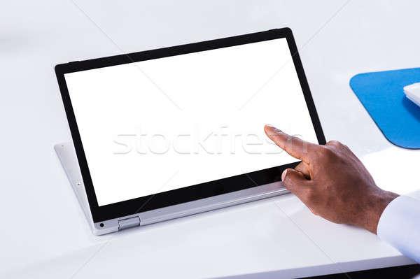 Mão indicação laptop branco tela Foto stock © AndreyPopov