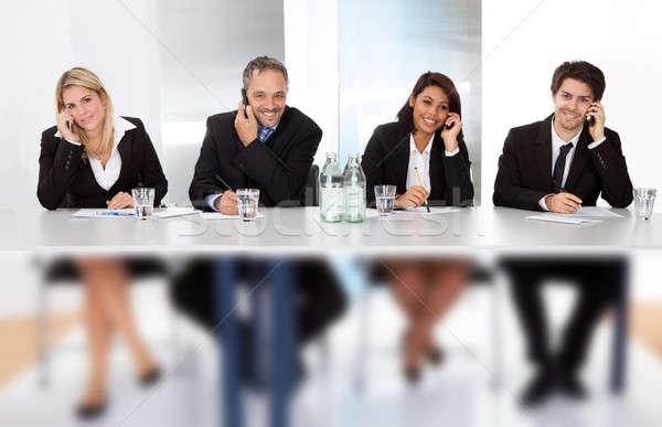 Stock fotó: üzletemberek · beszél · telefonok · megbeszélés · csoport · üzlet