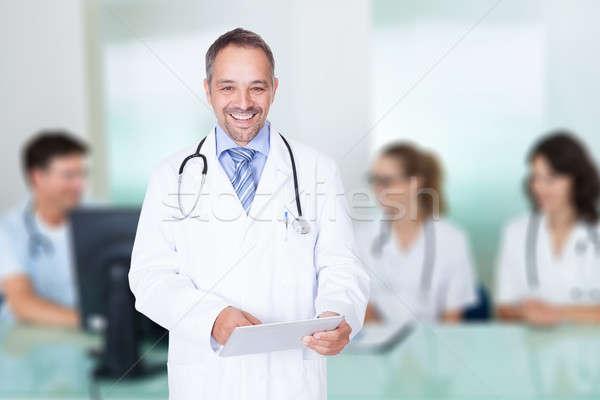 Orvos tart digitális tabletta csapat tárgyalóterem Stock fotó © AndreyPopov