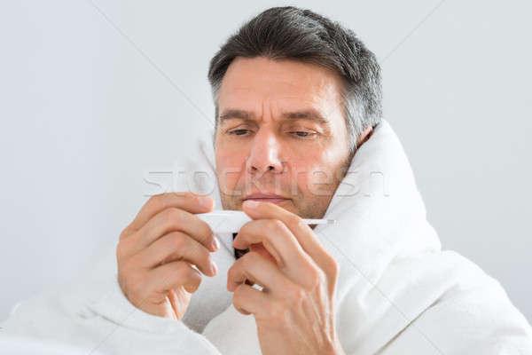 Photo stock: Malade · homme · regarder · thermomètre · portrait · maturité