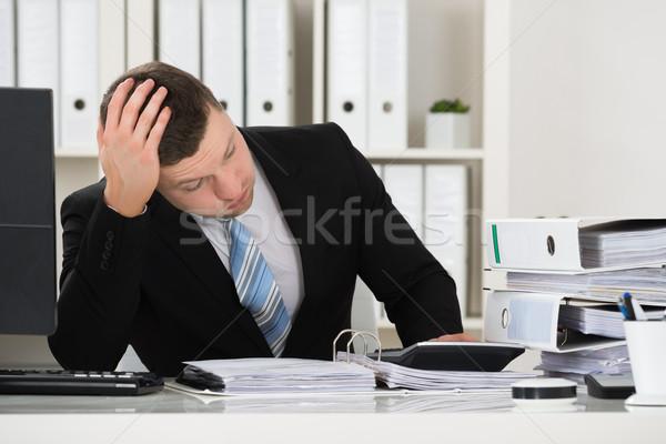 Buchhalter Sitzung Schreibtisch Büro männlich Kopf Stock foto © AndreyPopov