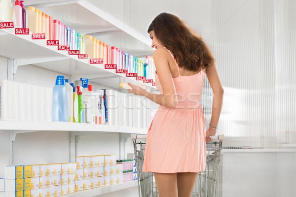 Kobieta koszyk zakupu kosmetyki supermarket Zdjęcia stock © AndreyPopov