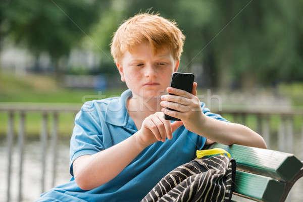 Colegial foto sesión banco teléfono Foto stock © AndreyPopov