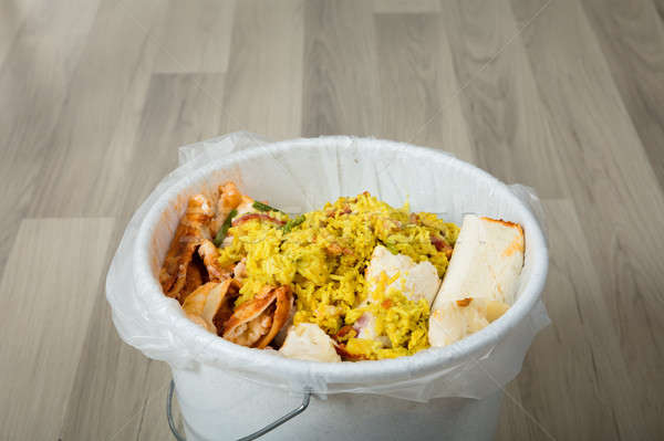 Voedsel prullenbak witte gedekt Stockfoto © AndreyPopov