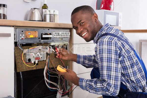 Teknisyen bulaşık makinesi dijital genç erkek Stok fotoğraf © AndreyPopov