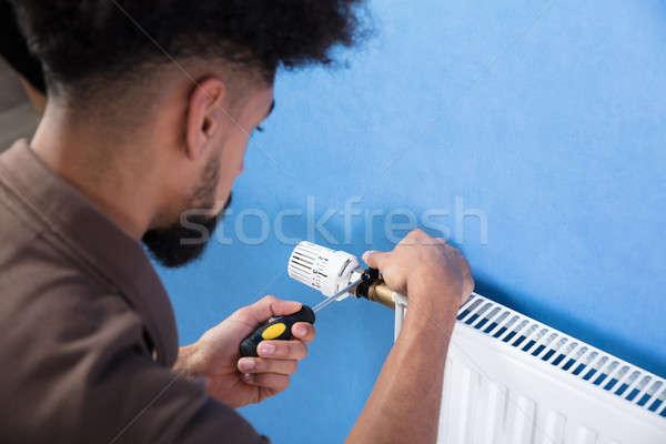 Idraulico radiatore cacciavite primo piano giovani Foto d'archivio © AndreyPopov