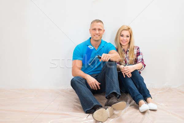 快樂 情侶 部分 繪 牆 坐在 商業照片 © AndreyPopov
