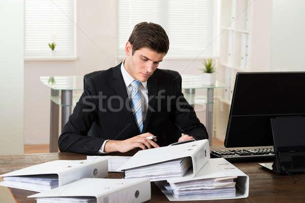 Işadamı muhasebe genç büro ofis iş Stok fotoğraf © AndreyPopov