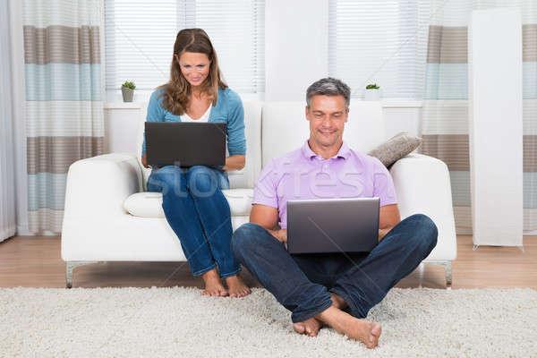 Zdjęcia stock: Para · laptopy · dojrzały · szczęśliwy · salon · komputera