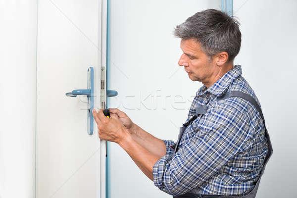 Falegname lock porta cacciavite maschio Foto d'archivio © AndreyPopov