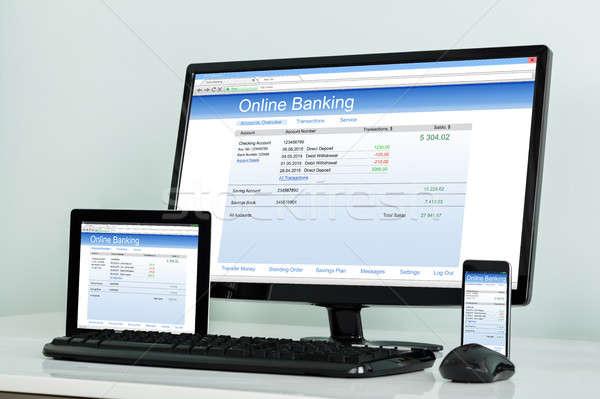 Elektronische gadget tonen online bancaire bureau Stockfoto © AndreyPopov