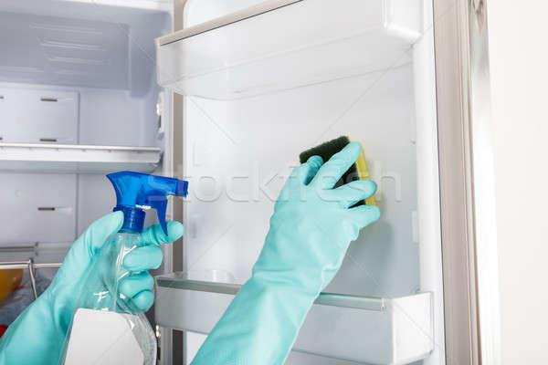 Osoby strony czyszczenia lodówce spray Zdjęcia stock © AndreyPopov