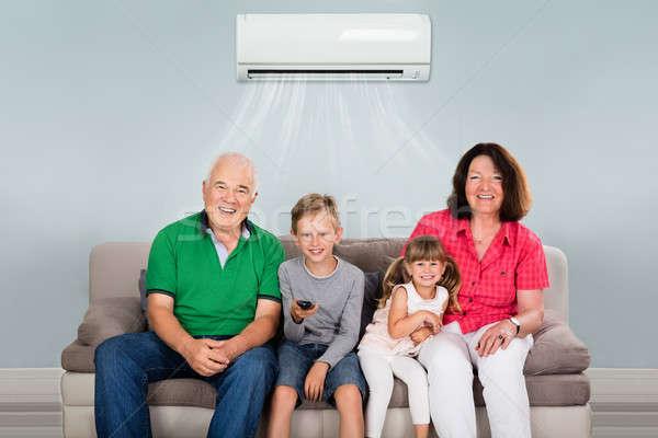 Többgenerációs család kettő gyerekek tv nézés boldog légkondicionálás Stock fotó © AndreyPopov