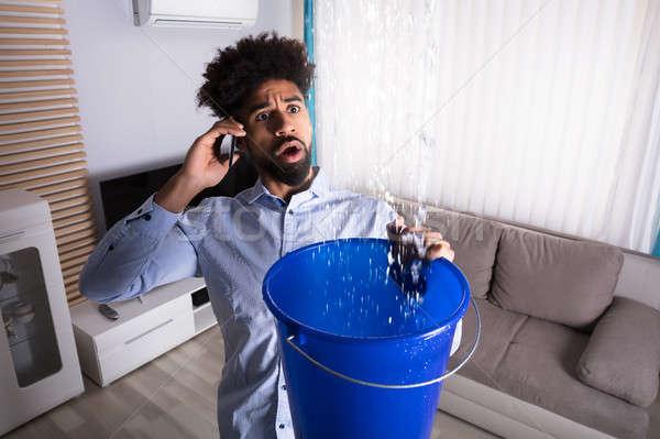 Man roepen loodgieter lekkage water vallen Stockfoto © AndreyPopov