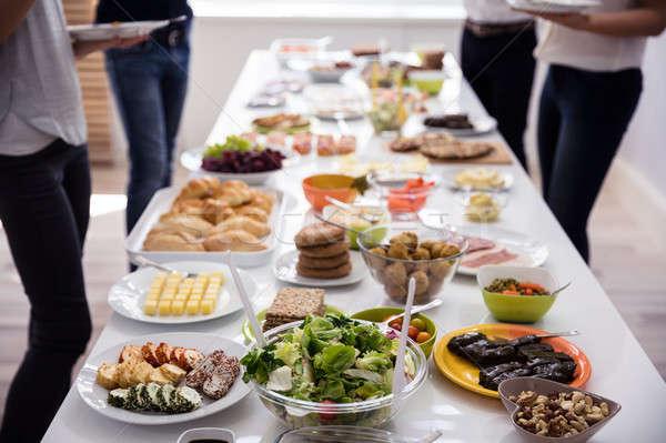 Tabelle frische Lebensmittel frischen gesunde Lebensmittel Party Familie Stock foto © AndreyPopov