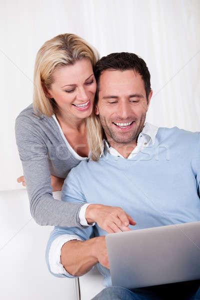 пару смеясь информации таблетка человека женщину Сток-фото © AndreyPopov