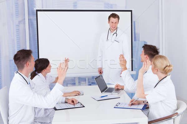 医師 拍手 同僚 プレゼンテーション 病院 チーム ストックフォト © AndreyPopov