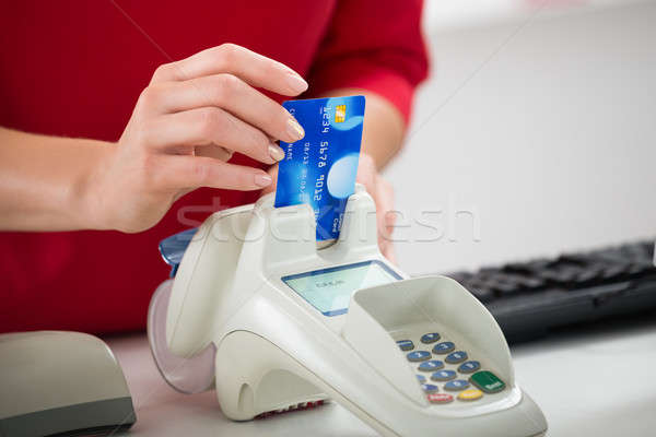 Cartão de crédito leitor armazenar compras financiar Foto stock © AndreyPopov