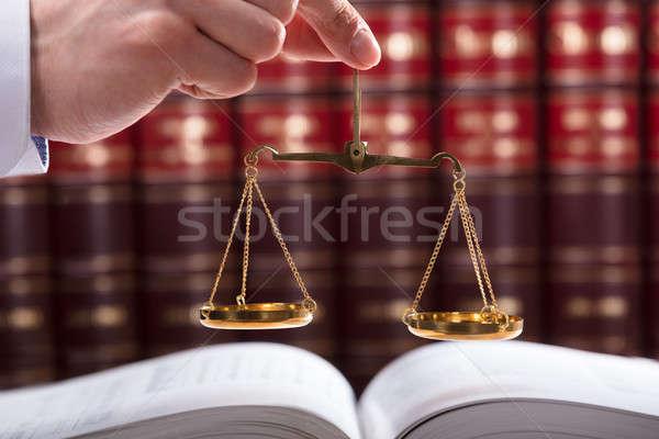 Richter halten Gerechtigkeit Maßstab Recht Buch Stock foto © AndreyPopov