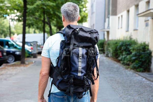 Adam yürüyüş kaldırım sırt çantası Bina Stok fotoğraf © AndreyPopov