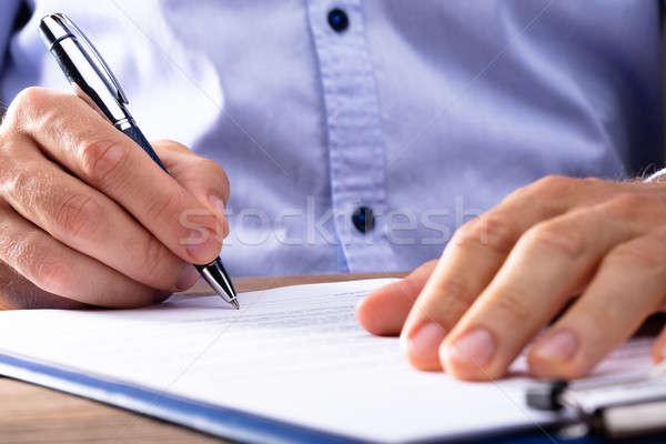 Zakenman ondertekening contract hand papieren Stockfoto © AndreyPopov