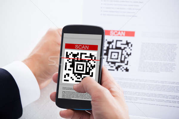 Zakenman barcode mobiele telefoon business hand Stockfoto © AndreyPopov