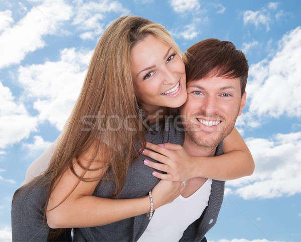 Homme ferroutage petite amie ciel portrait heureux Photo stock © AndreyPopov
