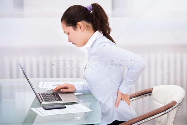 деловая женщина ноутбука назад боль молодые сидят Сток-фото © AndreyPopov
