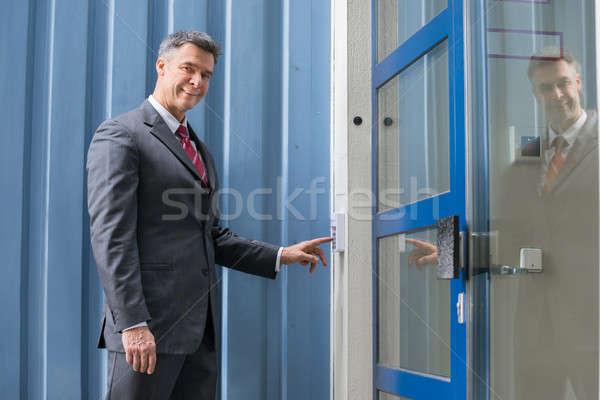 Foto stock: Empresário · porta · segurança · parede · maduro · trabalho