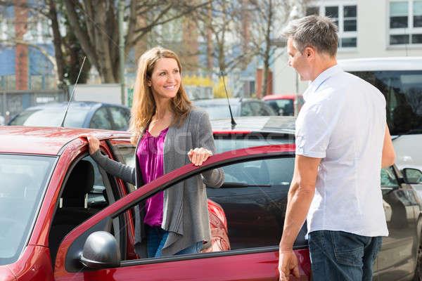 Сток-фото: пару · Постоянный · Новый · автомобиль · двери · счастливым · зрелый