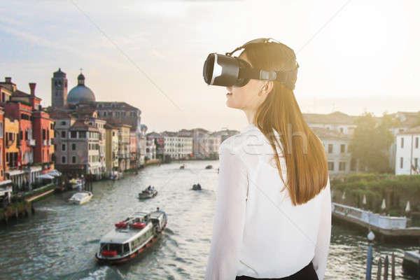 Kobieta faktyczny rzeczywistość okulary widok z tyłu Zdjęcia stock © AndreyPopov