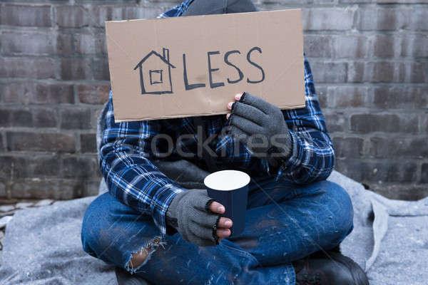 Koldus tart hajléktalan plakát kéz visel Stock fotó © AndreyPopov