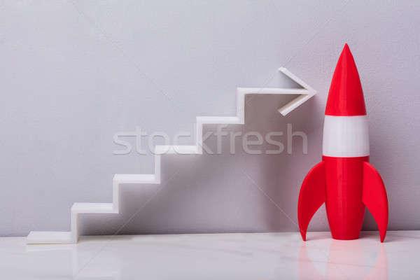 Czerwony rakietowe obok biały arrow Zdjęcia stock © AndreyPopov