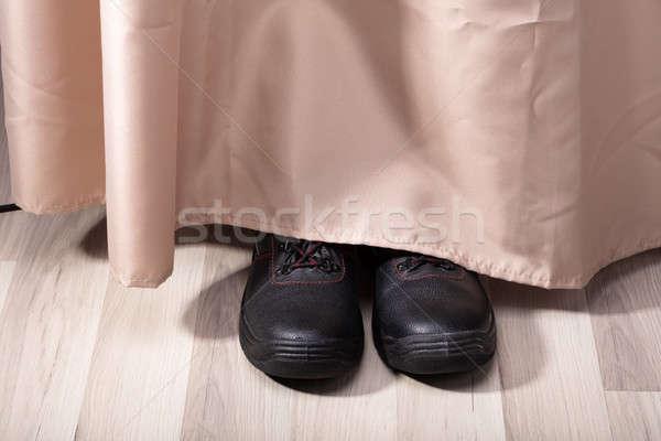 Persona zapatos ocultación detrás cortina Foto stock © AndreyPopov