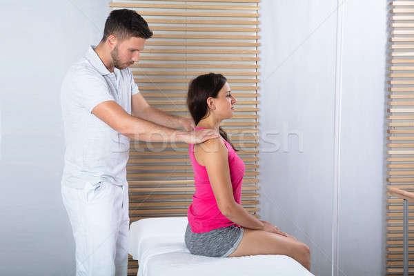 Frau zurück Massage Therapeut männlich Stock foto © AndreyPopov